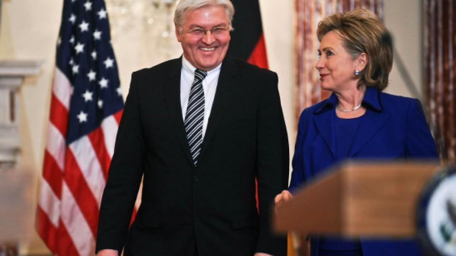 Optimistisch und selbstbewusst: Außenminister Steinmeier bei Hillary Clinton