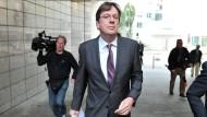 Jörg Kachelmann im Herbst 2012 vorm Landgericht Frankfurt. Jetzt läuft ein anderer Prozess am Oberlandesgericht der Stadt.