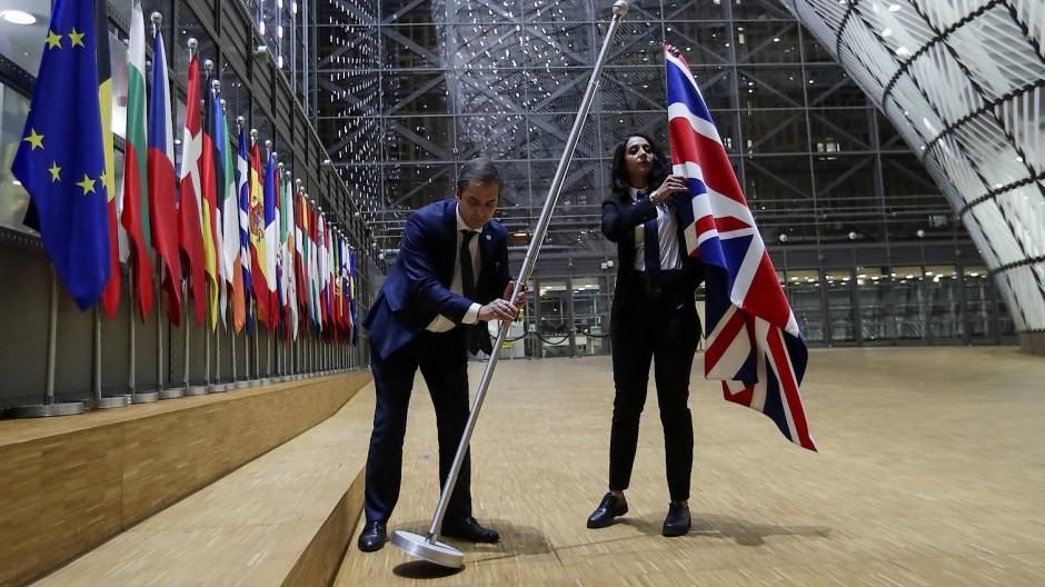 Ein Mitglied weniger: Im Gebäude des Europäischen Rats in Brüssel wird der Union Jack durch eine Europafahne ausgetauscht.