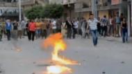 Bei neuen Protesten der Islamisten gegen die ägyptische Übergangsregierung sind allein in der Hauptstadt Kairo nach offiziellen Angaben dutzende Menschen getötet worden.