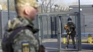 Im Osten der Ukraine sind die ukrainischen Soldaten kampfbereit. Die Spannungen zwischen Moskau und Kiew nehmen zu.
