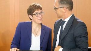 "Maas kritisiert Kramp-Karrenbauers ""SMS-Diplomatie"""