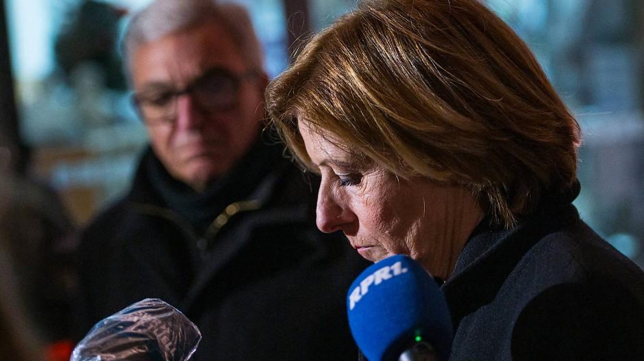 Ministerpräsidentin Malu Dreyer (SPD) und Landesinnenminister Roger Lewentz (SPD) geben der Presse ein erstes Statement.