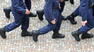 Bundestag setzt Wehrpflicht aus