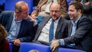 SPD-Parteichef Martin Schulz gemeinsam mit dem Sprecher der Parteilinken Matthias Miersch (links) und Generalsekretär Lars Klingbeil (rechts)