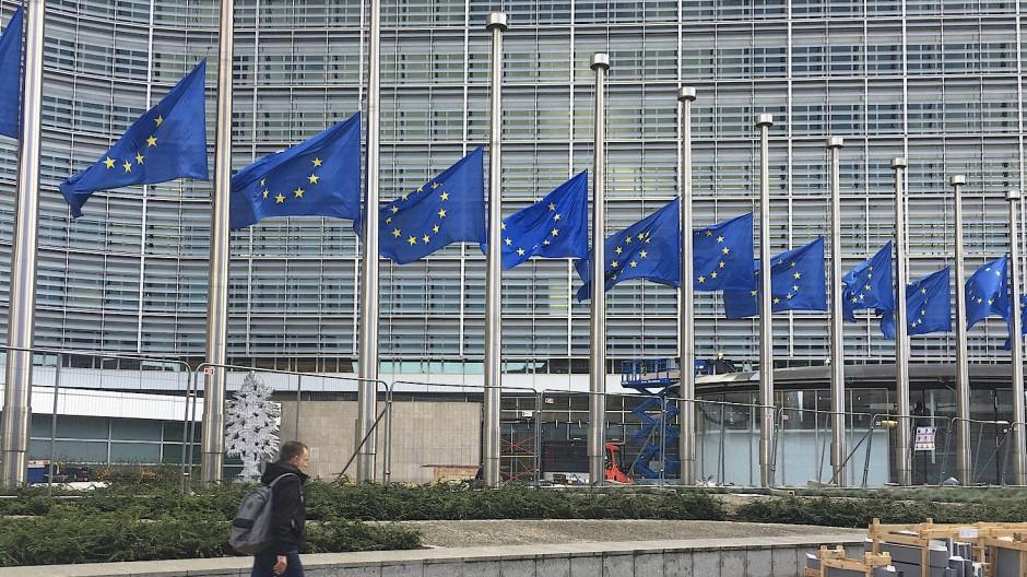Demokratie auf Halbmast? Vor dem EU-Hauptquartier in Brüssel