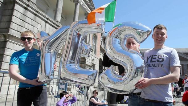 Mehr als 60 Prozent der Iren stimmen für Homo-Ehe