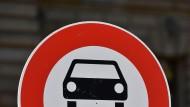 Wie lange dürfen Diesel noch in Innenstädte fahren? Fahrverbote wurden nun generell erlaubt, die Details aber müssen noch geklärt werden.