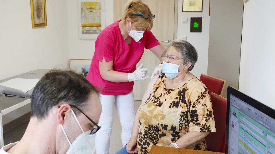 Impfung in einer Hausarztpraxis in Thüringen