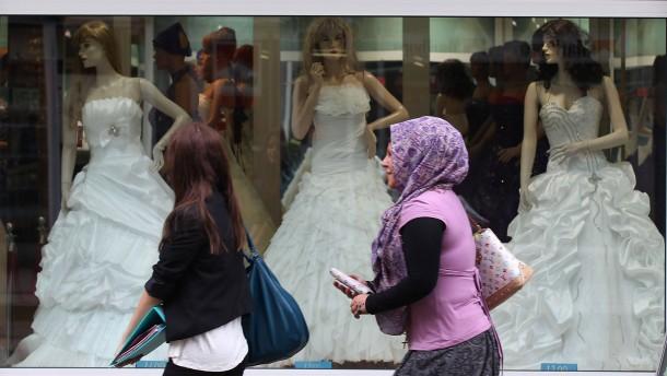 Frauenrechtler fordern Studie über Zwangsheirat