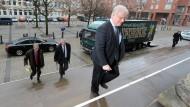 Der niedersächsische Justizminister Bernd Busemann (CDU) am Donnerstag auf dem Weg in den Landtag