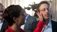 Gut gemacht, mein Mann: Die AfD-Bundesvorsitzende Frauke Petry gratuliert dem Landesvorsitzenden Marcus Pretzell zum Einzug in den Düsseldorfer Landtag.