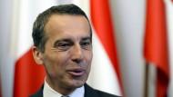 """Der österreichische Bundeskanzler Christian Kern begrüßt, dass die EU-Kommission im Streit um die Justizreform """"ganz entschlossen nein gesagt hat""""."""