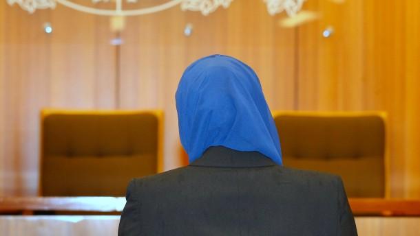 Streit über religiöse Symbole in Gerichtssälen
