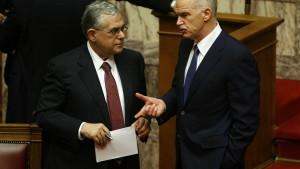 Parlament in Athen billigt Haushalt 2012