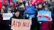 Polizei rechnet mit 50.000 Gegen-Demonstranten
