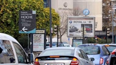 Werbung und Bäume: Noch gibt es in Grenoble beides