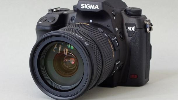 Sigma wildert mit 3 × 15 Megapixel