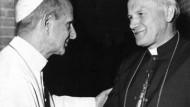 Papst Paul VI. (links) begrüßt seinen späteren Nachfolger Karol Wojtyla