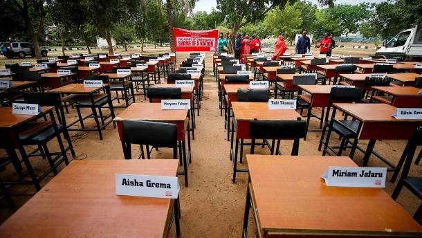 Boko Haram bekennt sich zu Entführung Hunderter Schüler