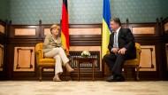 Poroschenko bespricht mit Merkel Friedenschancen
