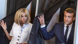 Macrons Partei vor absoluter Mehrheit in zweiter Runde