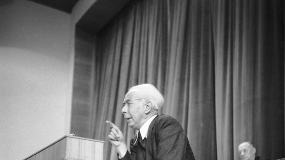 Stimme des Liberalismus: Theodor Heuss spricht vor dem Parlamentarischen Rat 1948.