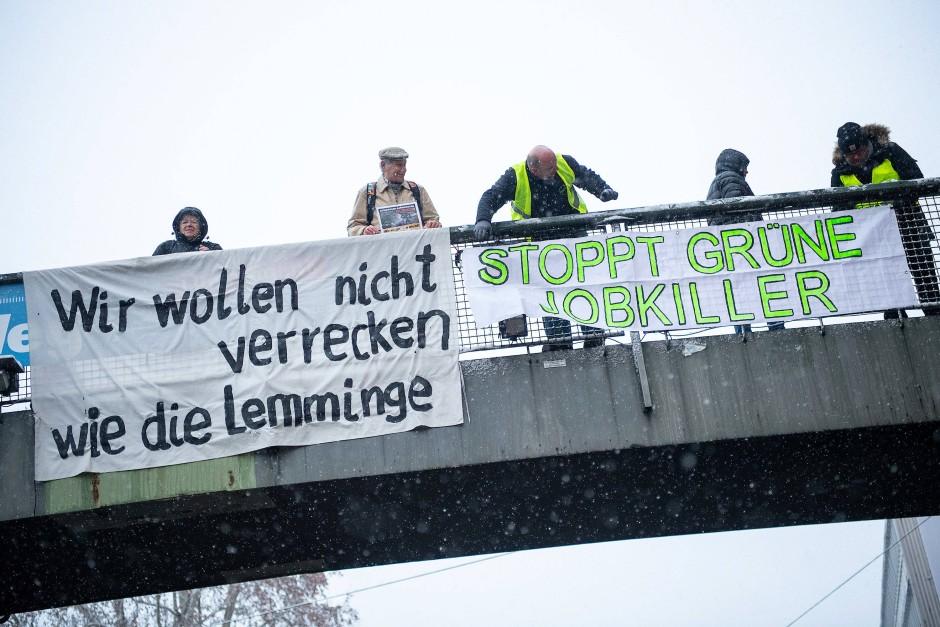 Befürworter und Gegner der Fahrverbote in Stuttgart