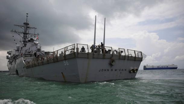Weißes Haus wollte wohl Zerstörer USS McCain vor Trump verstecken