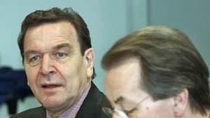 Schröder verteidigt Vertrauensfrage