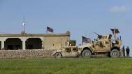 Amerikanische Streitkräfte in Syrien am 29. März nahe der Stadt Manbidsch.