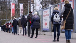 Tausende Vordrängler wollen sich Impfungen erschleichen