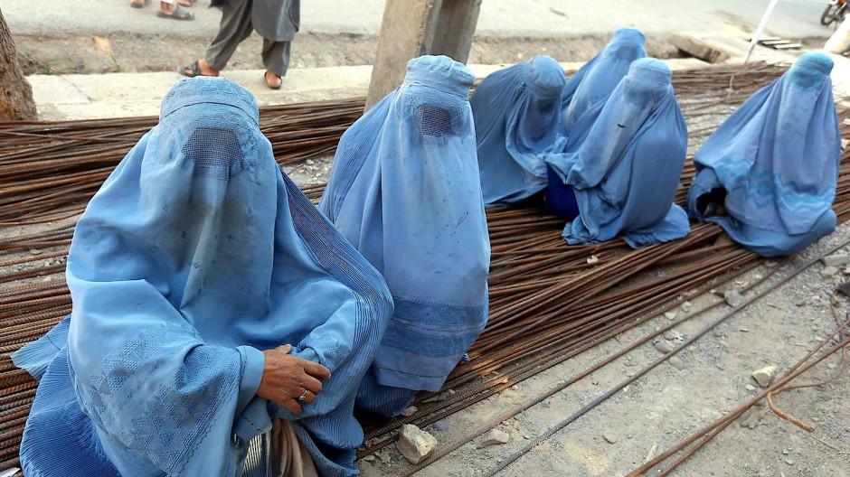 In Afghanistan alltägliches Bild, in den Niederlanden bald verboten: Vollverschleierte Frauen in Herat.