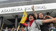 Demonstranten vor dem Parlament am Dienstag in Quito