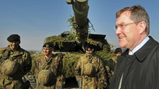 Jung besucht Panzerbataillon 104 in Pfreimd