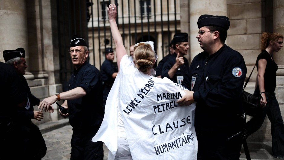 Protest gegen die Auslieferung von Linksextremisten und Mitgliedern der Roten Brigaden 2008 in Paris.