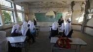 Schulbeginn in den Trümmern