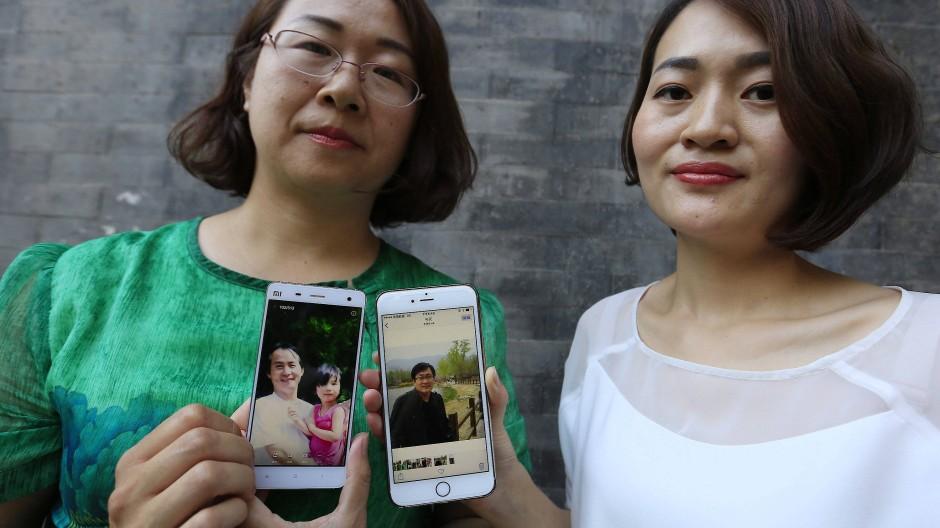 Beklagen die Inhaftierung ihrer Ehemänner: Wang Qiaoling und Li Wenzu