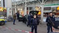 Polizei schießt auf Mann nach Fahrt in Menschengruppe