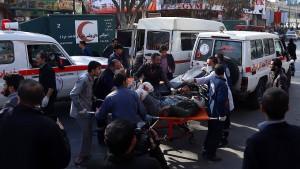 Fast hundert Tote bei Anschlag in Kabul