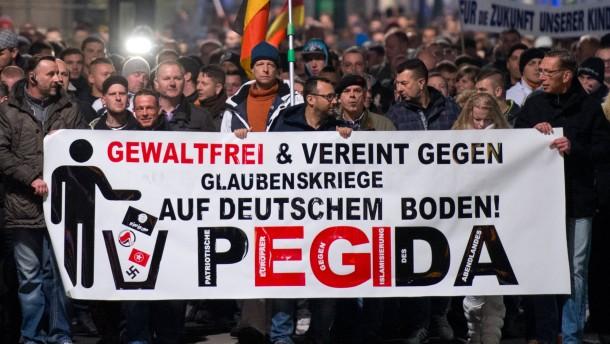 Viele AfD-Anhänger für Pegida