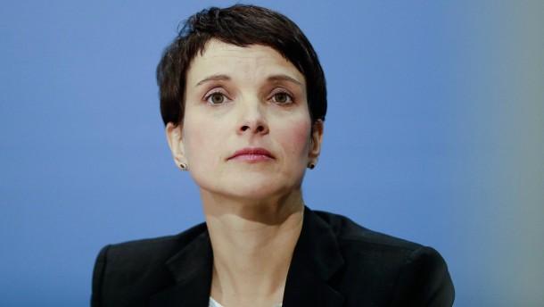 Petry will Asyl-Grundrecht abschaffen