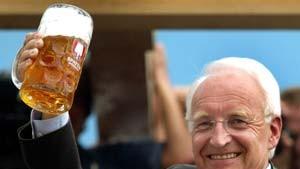 Stoiber bleibt in Bayern - Glos soll Minister werden