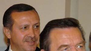 Schröder: Stoiber überschätzt sich in Türkei-Debatte