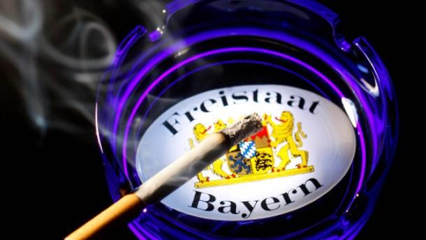Karlsruher Richter billigen striktes Rauchverbot