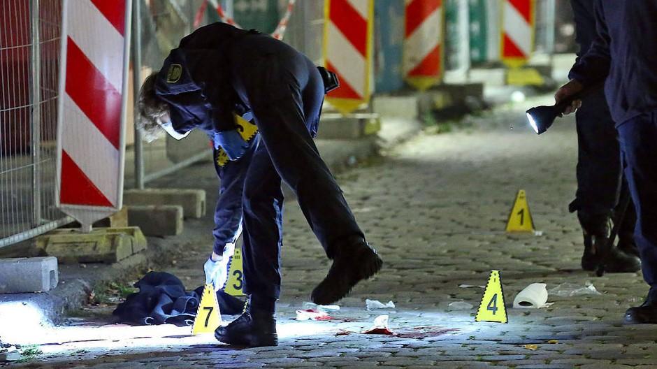 Nach dem Messerangriff auf Touristen: Spurensicherung in der Dresdner Innenstadt