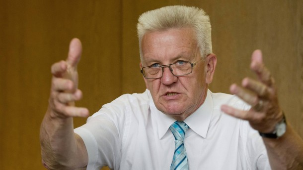 Kretschmann  verteidigt Kuhn