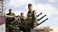 Regimetreue Truppen in einer Gefechtspause im März 2015. Ein Jahr später könnten nun die Waffen dauerhaft schweigen.