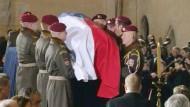 In Tschechien hat eine dreitägige Staatstrauer für den verstorbenen ehemaligen Staatspräsidenten Vaclav Havel begonnen.