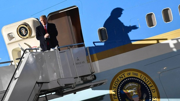 Muss Trump in die schalldichte Kabine?